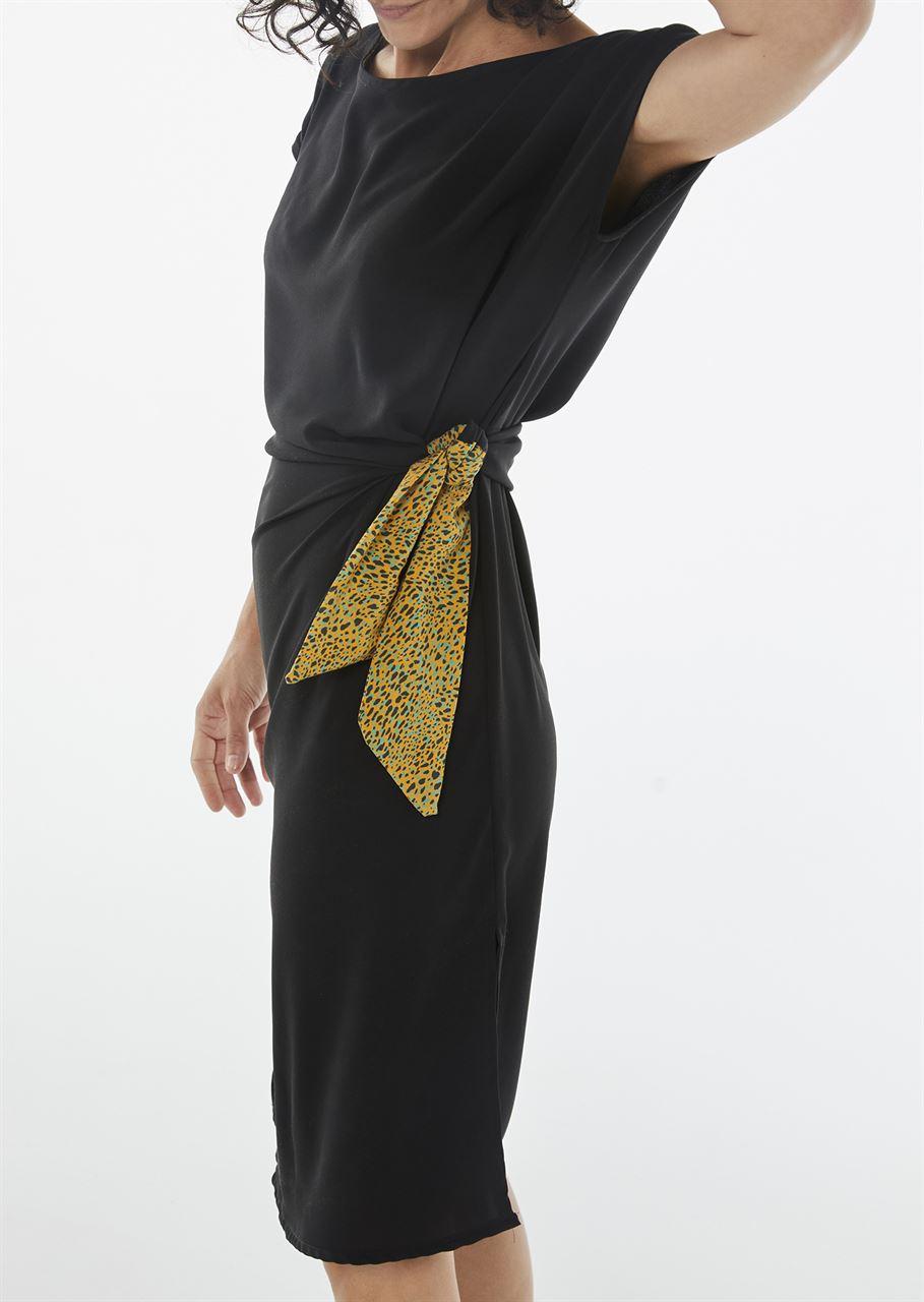 """Picture of """"ariadne"""" midi dress in black - animal"""