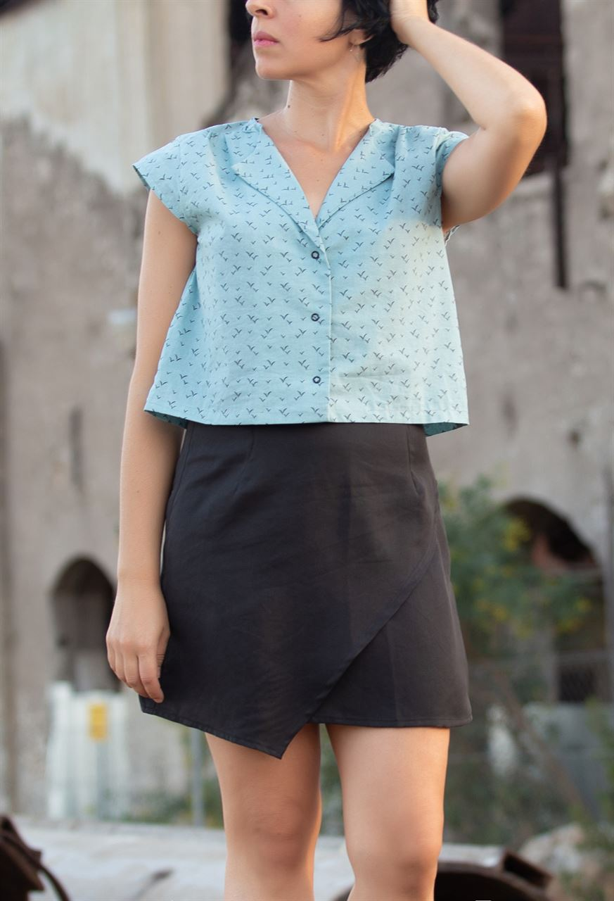 Picture of slit mini skirt black